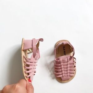 Old Navy pink huaraches sandals EUC size 3-6 (2)